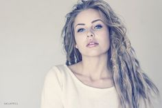 Huge fan of Anna April. This girl is freakin gorgeous and I'm in LOVE with her locks <33