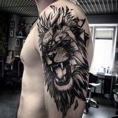 erkek üst kol aslan dövmesi man upper arm lion tattoo