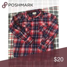 Flannel. Comes with detachable hoodie, but the holes for the buttons are widened : Thicker material for warmth. feel free to ask any questions. ♡ Forever 21 Tops Button Down Shirts
