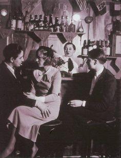 Left Bank Lesbians in 1920s Paris: LGBT Culture in France