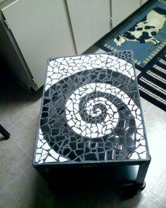 Swirl mosaic Table...woooo - HOME SWEET HOME black and white