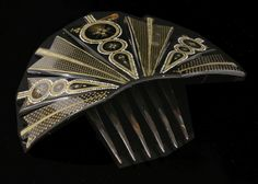 A Victorian piqué work tortoiseshell mantilla or fan-style hair comb, HBwith graduated, radiatin
