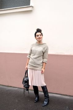 http://www.helloitsvalentine.fr/1124493/pink-champagne/ - Fairly jumper and skirt