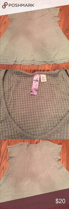 Francesca's Collections PLUS CLARA WAFFLE KNIT TEE •gently used- worn maybe once or twice. Looks brand new! •short sleeve Waffle Knit Thermal •color is mint green •fitted at the top, flows at the bottom •very comfortable, can be dressed up or worn casually  •purchased from Francesca's Closet- tag says alya    🌻NO TRADES 🌻OFFERS WELCOMED! 🌻BUNDLE TO SAVE  🌻FEEL FREE TO ASK ANY QUESTIONS Francesca's Collections Tops Tees - Short Sleeve