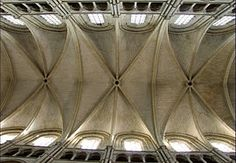 Catedral gótica de Laón (Francia). Vista bóvedas nervadas.