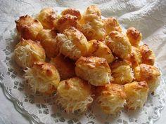 Illéskrisz Konyhája: SAJTKRÉMES FŐZÖTT POGÁCSA Croissant Bread, Savory Pastry, Hungarian Recipes, Hungarian Food, Scones, Cauliflower, Macaroni And Cheese, Cake Recipes, Bacon