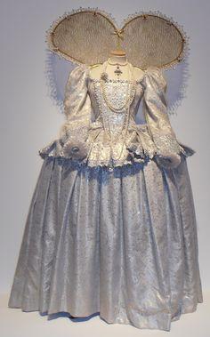 Elizabeth's White Gown (Elizabeth I, 2005)