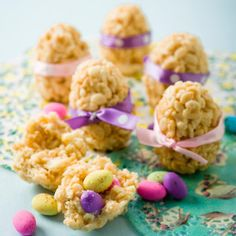 POLKA DOT EGG TREATS: Make this delectable dessert this Easter that is made using rice cereal and chocolate candies – perfect to serve a crowd. Easter Cookies, Easter Treats, Empanadas, Holiday Treats, Holiday Recipes, Holiday Fun, Fun Desserts, Dessert Recipes, Easter Desserts