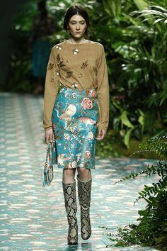 Una oda a la mujer, multicolor y oriental. Floral, Skirts, House, Fashion, Runway, Feminine, Women, Colors, Moda