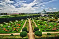 Kroměříž Zámek Květná zahrada a Rotunda, Česká republika (DSG_4947-48)