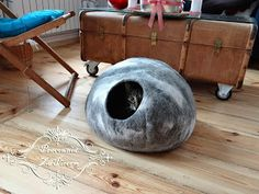 Pracownia Za Piecem: Domek dla kota z filcu - kamień