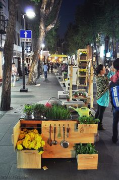Seoul cafes: Insadong streets at night