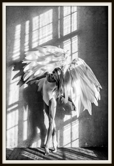 Scandinavische poster angel wings in zwart wit: mimalistische wallart (TIP) Artistic Photography, Creative Photography, Poster Wall, Poster Prints, Online Posters, Vs Angels, Female Poses, Angel Wings, Decoration