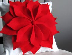 felt crafts: make a pretty poinsettia pillow (any time of the year!) | make handmade, crochet, craft