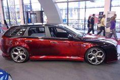 """2007 Alfa Romeo 159  Motorisierung: 2.4 JTD / 255PS Felgen/Reifen: Oxigin8 in 9,5x20 mit 245/30/20 Karosserie: Komplettes Bodykit mit einzelangefertigter Front. Lackiert in  Candy-Rot mit Airbrush Innenausstattung: viele lackierte und geairbrushte Teile, Volllederausstattung, Komplettausbau aus GFK und Leder mit Komponenten von  JL-Audio.2x12w6, 4Endstufen, Front-Hecksystem von JL, Headunit W505 von Alpine mit Imprint, Blackbird, Front-und  Heckkamera, Ipod....XBox 360, 20""""TFT und vieles…"""