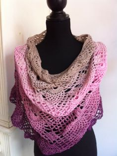 Limited by gehaakte poncho. Bollen inclusief patroon
