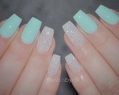 The advantage of the gel is that it allows you to enjoy your French manicure for a long time. There are four different ways to make a French manicure on gel nails. Fancy Nails, Trendy Nails, White Sparkle Nails, Glitter Accent Nails, Silver Nails, Fabulous Nails, Gorgeous Nails, Best Acrylic Nails, Sparkly Acrylic Nails