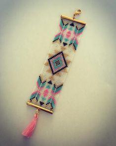 Bead Loom Patterns, Beaded Jewelry Patterns, Beaded Embroidery, Hand Embroidery, Miyuki Beads, Nativity Crafts, Bead Loom Bracelets, Native American Beading, Tear