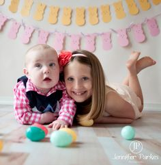 I want make the the garland in the back Easter Pictures, Holiday Pictures, Baby Pictures, Pretty Pictures, Baby Photos, Pretty Pics, Sibling Photography, Holiday Photography, Children Photography