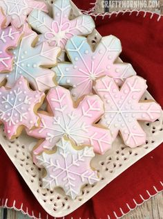 Snowflake Sugar Cookies - so pretty to make for winter/christmas time!