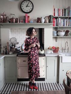 Anna Barnett wearing Mother of Pearl Wanda dress from Autumn Winter 17 collection #motherofpearl #pearlyqueen #annabarnett