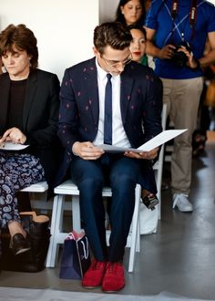 http://chicerman.com  meninthistown:  Spotted at the Oscar de la Renta show.  #streetstyleformen