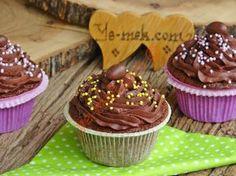 Çikolatalı Islak Cupcake nasıl yapılır? Kolayca yapacağınız Çikolatalı Islak Cupcake tarifini adım adım RESİMLİ olarak anlattık. Eminiz ki Çikolatalı Islak Cupc
