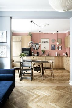 Nordic kitchen in soft pink and wood cabinets. Bright Apartment, Family Apartment, Apartment Ideas, Copenhagen Apartment, Bed Nook, Staining Cabinets, Wood Cabinets, Scandinavian Apartment, Craftsman Bungalows