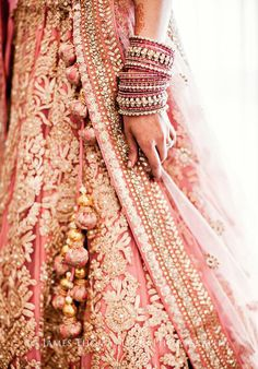Latest Indian wedding Lehenga Style Ideas for brides! Indian Bridal Wear, Asian Bridal, Indian Wedding Outfits, Bridal Outfits, Indian Outfits, Bridal Dresses, Bride Indian, Indian Clothes, Moda Indiana