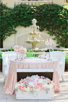 Vintage Romance Wedding with so many neat ideas!! #weddingchicks Captured By: Hunter Ryan Photo http://www.weddingchicks.com/2014/08/22/elegant-vintage-romance-wedding/