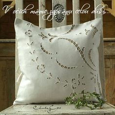 Cutwork Embroidery, White Embroidery, Embroidery Stitches, Machine Embroidery, Embroidery Designs, Crochet Curtains, Sewing Pillows, Decorative Cushions, Natural Linen
