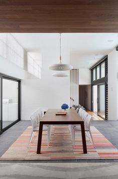 Dining Area Suburban Home Renovation von Bower Architecture Appliance Choices: Gas Or Electric Dryer Australian Interior Design, Interior Design Awards, Australian Architecture, Wood Ceilings, Timber Ceiling, Sustainable Design, Dining Area, Dining Rooms, Home Builders