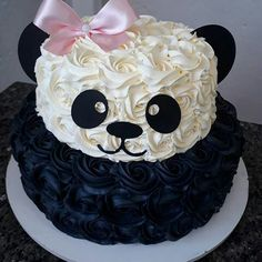 Que bello cake! Pretty Cakes, Cute Cakes, Beautiful Cakes, Amazing Cakes, Panda Birthday Cake, Special Birthday Cakes, Cake Decorating Tips, Cookie Decorating, Fete Marie