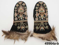 Mittens from made of wool, embroidered and with fur trim, possibly wolf fur. Scandinavian Embroidery, Swedish Embroidery, Wool Embroidery, Knit Mittens, Knitting Socks, Mitten Gloves, Medieval Embroidery, Digital Museum, Winter Gear