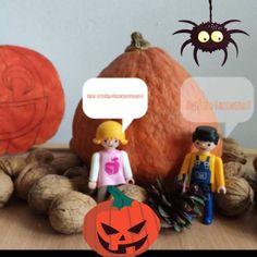 Ahoj, bojíte se o Halloweenu? Stejnou otázku jsem dal své kamarádce. Řekla, že ne, že ta strašidla nejsou přece opravdová. Když kolem nás prolétl kvílející duch, byla úplně v klidu, . Pak se ovšem za námi vynořil velký pavouk s chlupatýma zelenýma nohama, to se dala do křiku a utíkala rychle pryč. Běžel jsem taky a divil se, že byla najednou tak vystrašená. Celá bílá se svěřila, že má arachnofobii :-) Hezký Halloween! Halloween, Christmas Ornaments, Holiday Decor, Beige, Christmas Jewelry, Christmas Decorations, Christmas Decor, Spooky Halloween