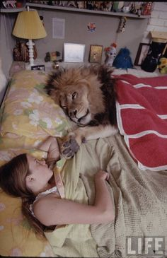 Melanie Griffith in bed with her pet lion (1970)