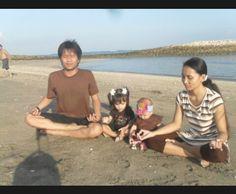 Foto kiriman Adis Tya, Jalan2 pagi sambil yoga dipinggir pantai sangat menenangkan jiwa. #FotoKeluargaEMCO