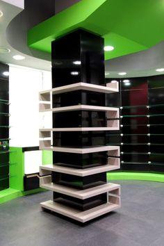 Clothing Store Interior, Clothing Store Design, Supermarket Design, Retail Store Design, Showroom Interior Design, Retail Interior, Columns Decor, Interior Columns, Regal Display