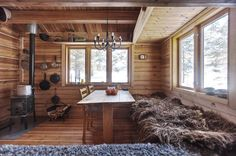 This 118 small Norwegian ski cabin comfortably accommodates a family of four. - Living in a shoebox Small Cabin Interiors, Tiny Cabins, Tiny House Cabin, Modern House Plans, Small House Plans, Dry Cabin, Scandinavian Cabin, Small House Design, Small Space Living