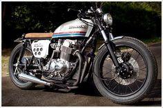 Honda CB750 Four:: Sur Les Chapeaux De Roues. | 8negro