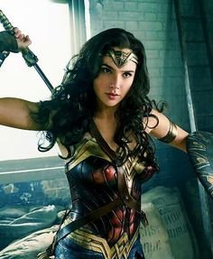 The first Wonder Woman Trailer 2016 showcases Gal Gadot in all her glory as the iconic female superhero. Read here for more Wonder Woman movie details! Wonder Woman Cosplay, Wonder Woman Film, Gal Gadot Wonder Woman, Wonder Women, Chris Pine, Birgit Minichmayr, Marvel Dc, Super Heroine, Films Cinema