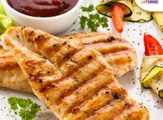 Pollo a la plancha con salsa de chile pimiento y verduras