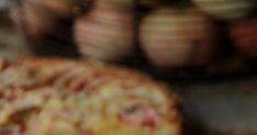 Tänään blogini täyttää jo 9-vuotta! Tänä vuonna tarjoan teille synttärikakkuna mehevää omenapiirakkaa. Olen etsinyt jo jonkin aikaa ... Dessert Recipes, Desserts, Muffin, Cheese, Breakfast, Food, Tailgate Desserts, Morning Coffee, Deserts
