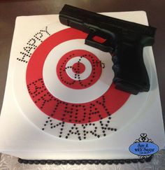 1000+ ideas about Gun Cakes on Pinterest Police Cakes ...