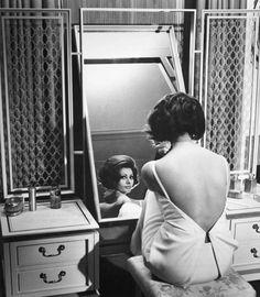 Софи Лорен в платье Dior (кадр из фильма Чарли Чаплина «Графиня из Гонконга»), 1967 год.