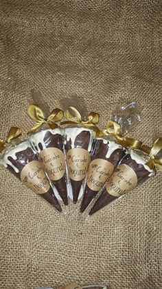 Cone trufado no Elo7 | A Senhorita Pão de Mel (DE3B48) Christmas Gifts For Adults, Easy Christmas Crafts, Mini Tortillas, Chocolates, Mini Cones, Diy Crafts Room Decor, Scrub Hat Patterns, Ice Cream Packaging, Pizza And More