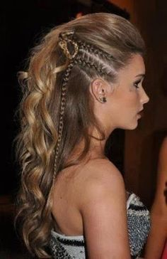 When a gal's gotta look her best, only the best fancy hairstyles will do! Check out these fancy hairstyles that'll make you look like a million bucks! Funky Hairstyles, Pretty Hairstyles, Braided Hairstyles, Braided Mohawk, Hairstyles 2016, Amazing Hairstyles, Braided Faux Hawk, Pirate Hairstyles, Faux Hawk Updo