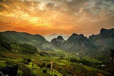 Así es la vista desde la cima de las montañas que rodean al valle de Dong Van. (Foto: Réhahn)