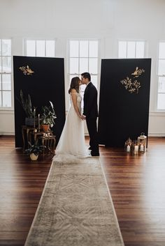 Gold Wedding, Backdrops, Glamour, Wedding Dresses, Vintage, Fashion, Bride Dresses, Moda, Bridal Gowns