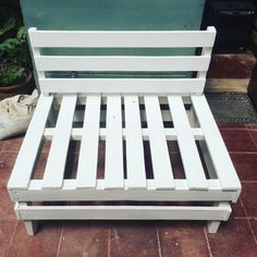 Pallet Interior Design and decorations - Pallet Lovers Wooden Pallets, Pallet Wood, Pallet Ideas, Pallet Chairs, Pallet Furniture, New Room, Decor Interior Design, Wales, Wood Projects